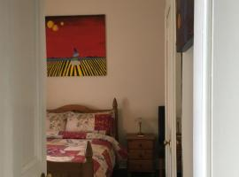 Goldenacre Private Room (Homestay)