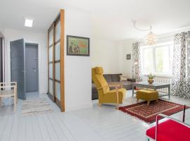 Modernist 2-room apt in Central Rīga