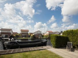 Great house at the lake nearby the city center of Amsterdam, Vinkeveen