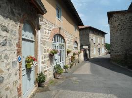 Chez Hélène et Patrick Saget, L'Hôpital-sous-Rochefort (рядом с городом Sail-sous-Couzan)