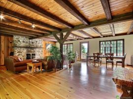 Spacious Rustic Country House, Morin Heights