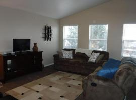 Centrally Located Comfortable Home Helpful Owners Many Amenities Included, Thornton