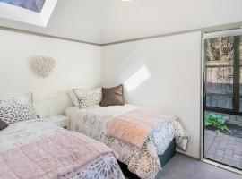 Plum Cottage - Christchurch Holiday Home