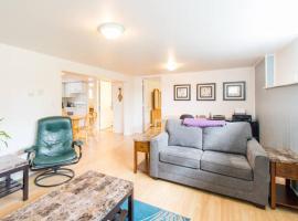2 Bedroom Suite in Central Lonsdale, North Vancouver (Lynn Creek yakınında)