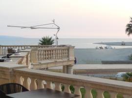Hotel Marechiaro, Gizzeria