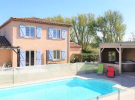 Gîte de Fontvieille : piscine chauffée et spa, Brugairolles