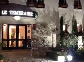Hotel Le Temeraire, Charolles (рядом с городом Ozolles)