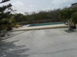 Sagusta Gardens PLS, Providenciales (in de buurt van Five Cays Settlement)