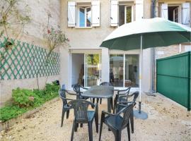Five-Bedroom Holiday Home in Savignac-Les-Eglises, Savignac-les-Églises (рядом с городом Mayac)