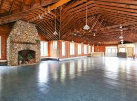 Tuxbury Pond Camping Resort Cottage, South Hampton