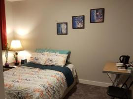 Large Single Room on Southeast Avenue, Calgary (Chestermere yakınında)
