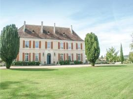 Six-Bedroom Holiday Home in Cherval, Cherval (рядом с городом La Chapelle-Grésignac)