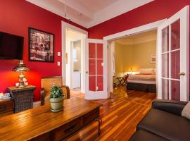 Downtown Classic & Spacious Suite with Parking