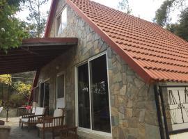 Mountain Home, Kato Amiandos (Pelendri yakınında)