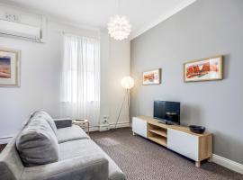 Stylish 3 bed apartment in trendy Balmain