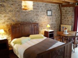 Gîte de 2 à 18 personnes, Saint-Exupéry-les-Roches (рядом с городом Margerides)