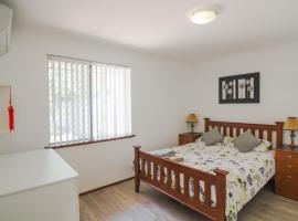 Cosy Murdoch Home, Perth (Leeming, WA yakınında)