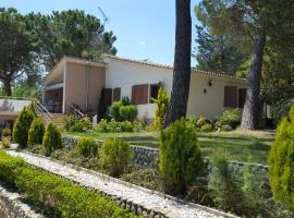Big authentic family house with lakeview, La Puebla de Castro (рядом с городом Torres del Obispo)
