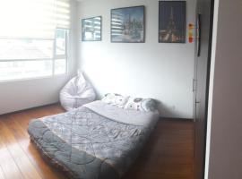 Homestay with Sofia, Quito (Hacienda Caicedo yakınında)