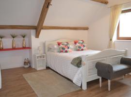 The West Wing Suite, Saint-Aubin-des-Châteaux (рядом с городом Queneux Bas)