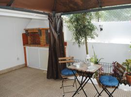 Linda a Velha Apartment with private backyard