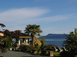 Shady Shores Beach Resort, Qualicum Beach (Near Fanny Bay)