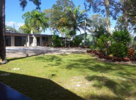 Greenacres Motel / Van Park, Benaraby (Boyne Island yakınında)