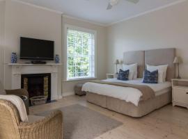 Sandown Lodge
