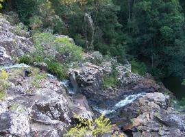 Gypsy Falls Naturist Retreat, Lorne (Ellenborough yakınında)