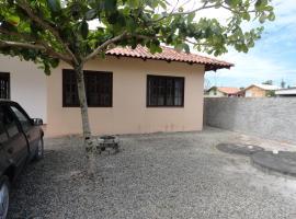 Casa na Praia do Ervino, Bupeva (Balneario Barra do Sul yakınında)