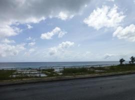 Hastings Towers 2bed 2 bath spacious apt opp Beach, Boardwalk, Bridgetown (Hastings yakınında)