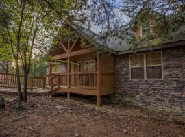 Lazy Pines Lodge Cabin, Branson West