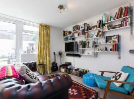 Renovated 3 bed with big terrace in Shoreditch, Лондон (рядом с городом Shoreditch)