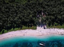 Survival Mentawai Surfcamp, Tua Pejat