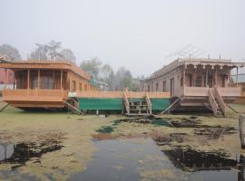vanda group of houseboat, Сринагар (рядом с городом Nasīm Bāgh)