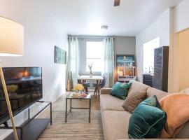 204 Sunset · Silverlake Sunset Apartment 7.45