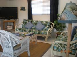Judy's Beachside Corner - 400 Steps To The Beach, Kailua