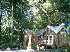 Serenity Cedars Cottage, South Beach
