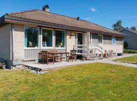 Three-Bedroom Holiday home in Hemmet 56, Tanumshede
