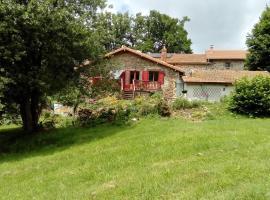 Le 46, Pierre (рядом с городом Saint-Bonnet-le-Chastel)