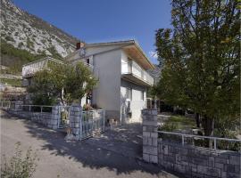 Three-Bedroom Apartment in Drivenik, Drivenik