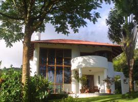 Villa Encantada, Nuevo Arenal (Piedras yakınında)