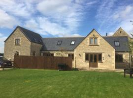 Ty Nant Cottages and Suites, Carterton