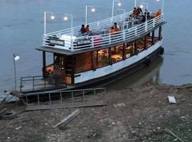 River Cruise - Phnom Penh, Phumĭ Prêk Chrey (рядом с регионом Kampong Chhnang Province)