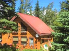 The Gingerbread Cabin, Jasper National Park Entrance (Brule Mines yakınında)