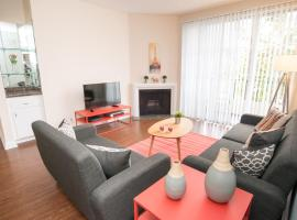 W. Hollywood 2BR&2BT Suite   Rooftop Pool   Free Parking