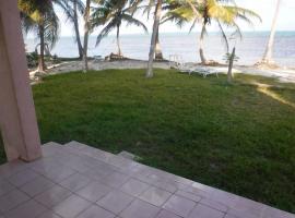 Coconut sand beach house, Xcalak (Basil Jones yakınında)
