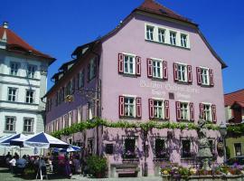 Gasthof & Hotel Goldene Krone, Iphofen (Rödelsee yakınında)