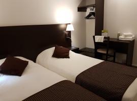 Nevers Hotel, Невер