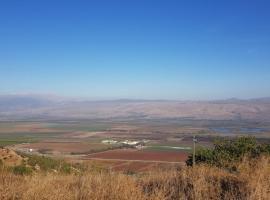 נופש על הנוף רמות נפתלי, Рамат Нафтали (рядом с городом Yiftaẖ)